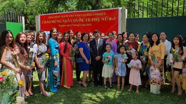Đại sứ quán Việt Nam tại Mozambique gặp gỡ phụ nữ người Việt