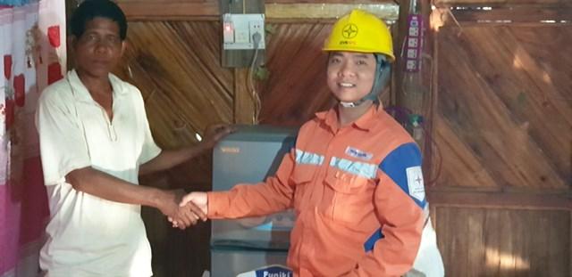 Điện Biên: Gần 200 hộ dân xã Nậm Chua đón điện trước Tết Canh Tý 2020 - 1