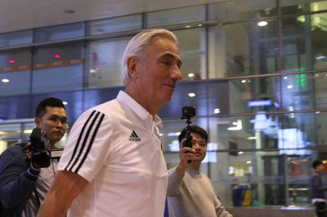 Đội tuyển UAE có mặt tại Hà Nội lúc nửa đêm, nhiều cầu thủ ngái ngủ - 3