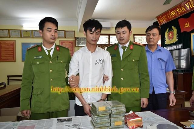 Ninh Bình: Bắt giữ đối tượng vận chuyển hơn 4 kg heroin