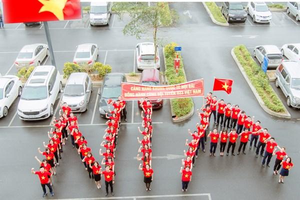 Cảng Hàng không quốc tế Nội Bài hân hoan chào đón tuyển U23 - 1