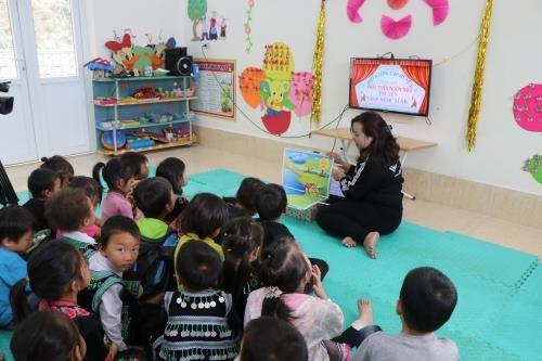 Cô giáo trẻ tận tâm với nghề