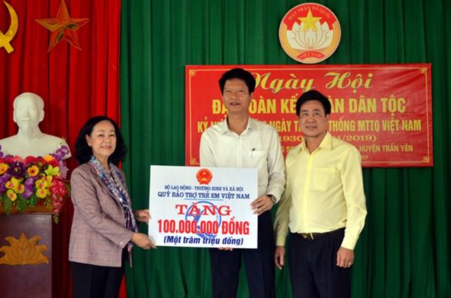 Trưởng ban Dân vận Trung ương dự Ngày hội Đại đoàn kết tại Yên Bái
