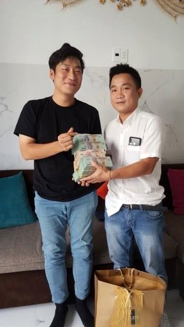 Quảng Nam: Chủ nhà hàng trao trả gần 1,6 tỷ đồng cho du khách Hàn Quốc