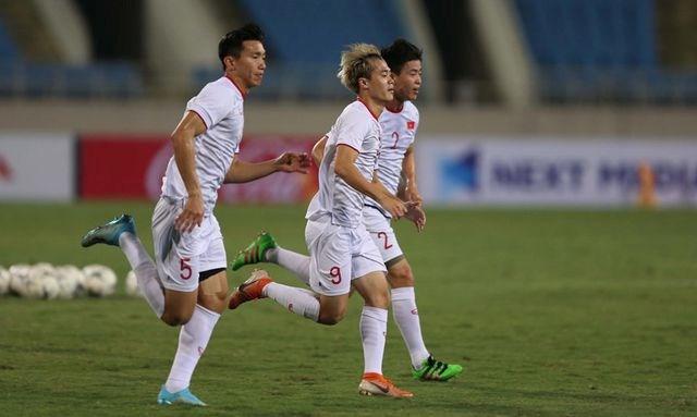 Chờ đấu UAE ở Mỹ Đình, đội tuyển Việt Nam đón tin vui không ngờ - 10