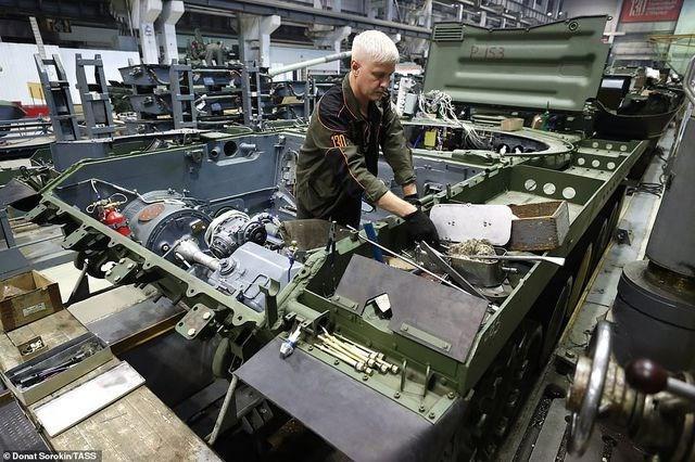 [ẢNH] Bên trong nhà máy sản xuất siêu tăng huyền thoại của Nga - 8