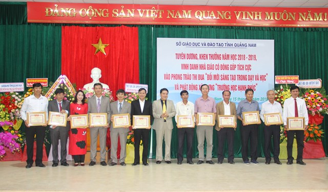 Quảng Nam vinh danh 72 nhà giáo tiêu biểu