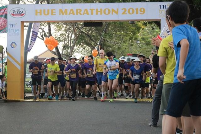 Hơn 800 VĐV tham gia giải marathon Huế 2019