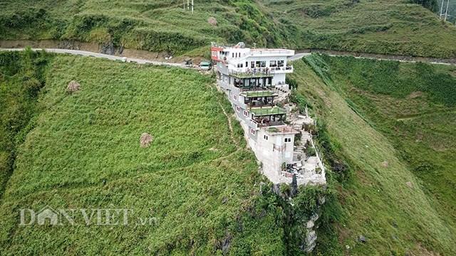 Hà Giang lập đoàn kiểm tra công trình 7 tầng đồ sộ 'mọc' trên đèo Mã Pí Lèng - 1