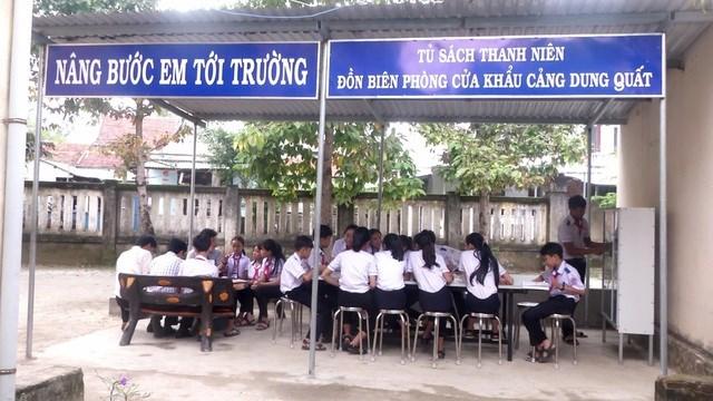 Quảng Ngãi: Tủ sách nâng bước em tới trường của người lính Biên phòng - 2
