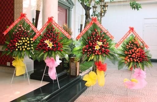 Quảng Ngãi: Hạn chế tặng hoa tại lễ kỷ niệm, đại hội, và các hoạt động khác