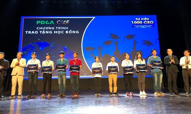 1.000 sếp doanh nghiệp họp mặt, tặng học bổng cho sinh viên nghèo