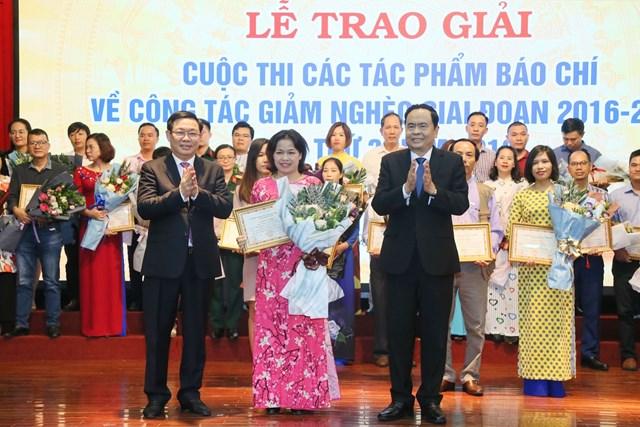 BẢN TIN MẶT TRẬN: Chủ tịch Trần Thanh Mẫn dự Lễ trao giải, tôn vinh các tập thể, cá nhân đoạt giải cuộc thi các tác phẩm báo chí viết về công tác giảm nghèo
