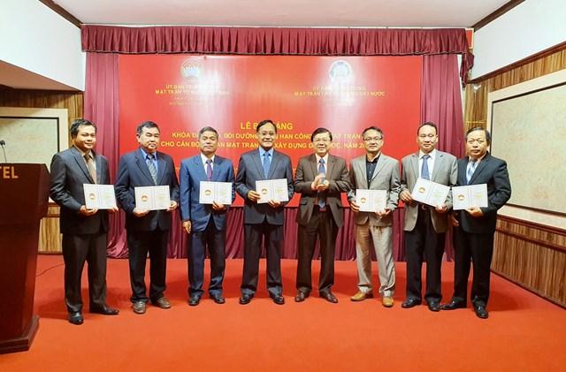 BẢN TIN MẶT TRẬN: Bế giảng Khóa đào tạo, bồi dưỡng ngắn hạn cho cán bộ Mặt trận Lào
