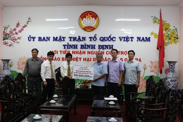 Bình Định tiếp nhận ủng hộ đồng bào bị thiệt hại trong cơn bão số 5 - 1