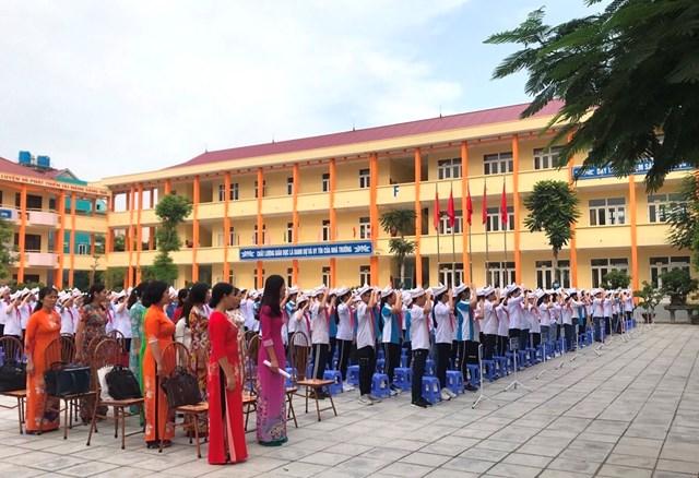 Quảng Ninh: Công nhận 2 trường THCS được đạt chuẩn quốc gia mức độ 2