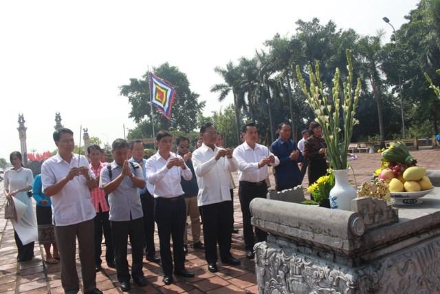 Đoàn cán bộ Mặt trận Lào tham quan thực tế tại thị xã Quảng Yên - 2