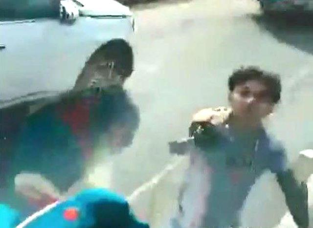 Xử phạt hành chính đôi nam nữ 'múa kiếm' đòi chém tài xế xe tải