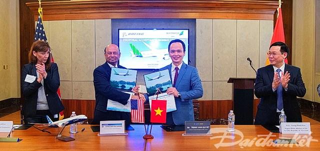 Phó Thủ tướng Vương Đình Huệ dự lễ ký mua 20 máy bay Boeing