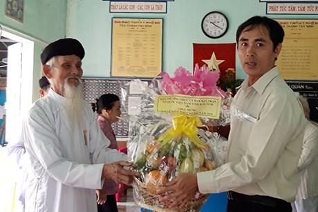 Thăm và tặng quà Ban Cai quản Cao Đài Tây Ninh tại Kon Tum