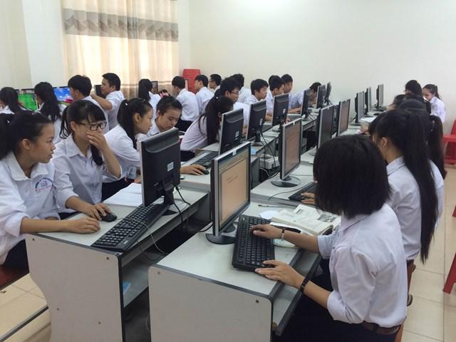 Đổi mới thi THPT quốc gia: Học sinh cần được làm quen với máy tính