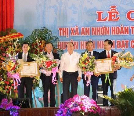 Thủ tướng trao danh hiệu huyện nông thôn mới tại Bình Định - 1