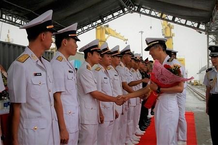 Bộ đôi tàu quét mìn hiện đại của Nhật Bản thăm Đà Nẵng