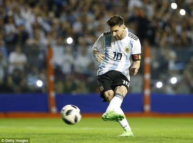 Lionel Messi lập hat-trick giúp Argentina giành chiến thắng đậm