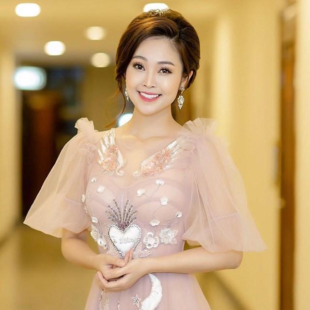 MC Thùy Linh: Mong có duyên với nghề 'diễn'