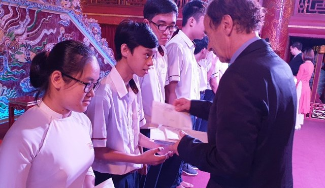 Thừa Thiên - Huế: 213 học sinh, sinh viên nhận học bổng Vallet năm 2019