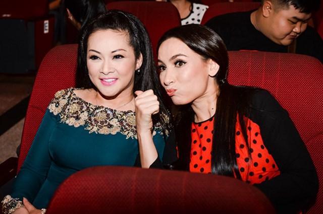 Phi Nhung và Như Quỳnh lần đầu hát chung trên sân khấu quê nhà