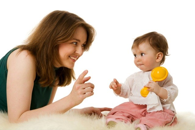 Trò chuyện với con ngay từ khi bé mới chào đời