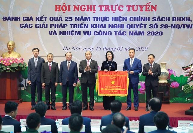 Thủ tướng: Tất cả người lao động và những người phụ thuộc cần có lưới an sinh - 2