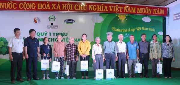 Vinamilk chung tay bảo vệ môi trường tại Bình Định thông qua Quỹ 1 triệu cây xanh cho Việt Nam - 4