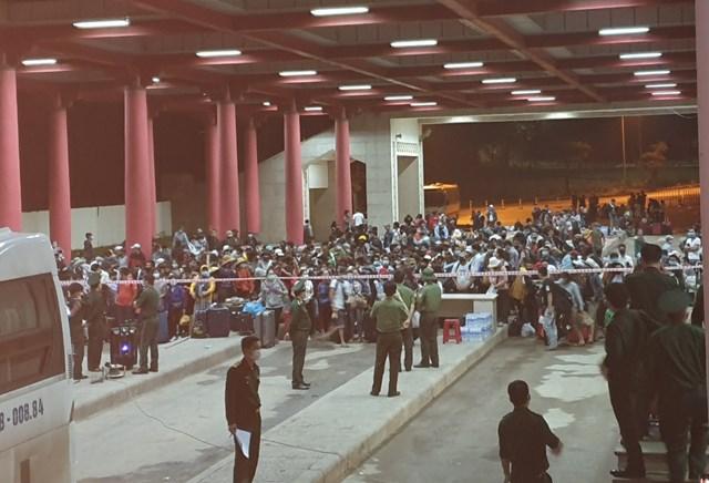 Quảng Bình: Trắng đêm đón nhận công dân vào địa điểm cách ly