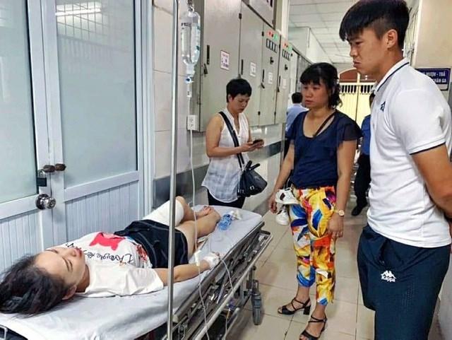 Công an điều tra vụ nữ cổ động viên trọng thương vì dính pháo sáng trên sân Hàng Đẫy - 2
