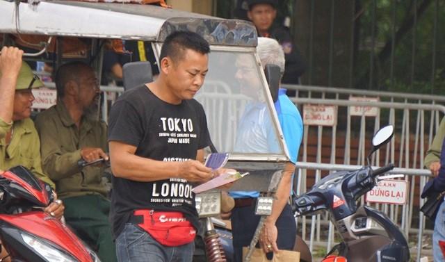 Vé 'chợ đen' trận Việt Nam - Malaysia vẫn bị thổi giá cao ngất - 4