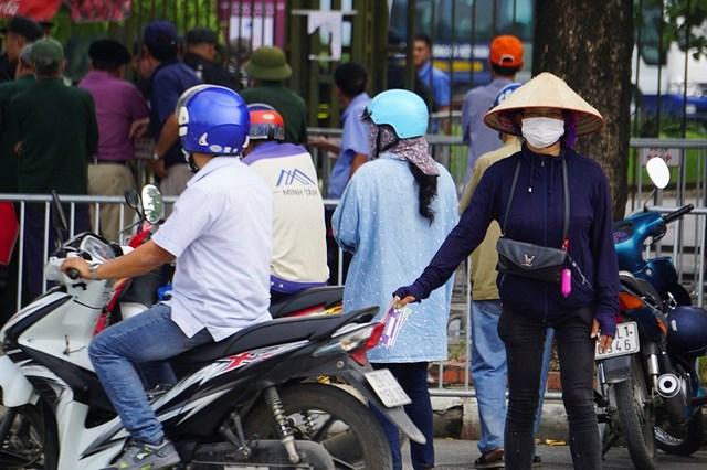 Vé 'chợ đen' trận Việt Nam - Malaysia vẫn bị thổi giá cao ngất - 7