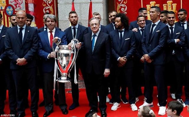 'Biển người' chào đón nhà vô địch Champions League Real Madrid - 10