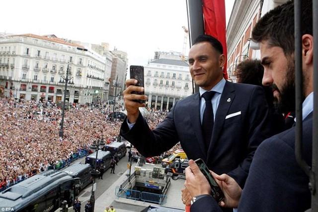 'Biển người' chào đón nhà vô địch Champions League Real Madrid - 11