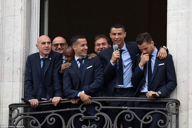 'Biển người' chào đón nhà vô địch Champions League Real Madrid - 12