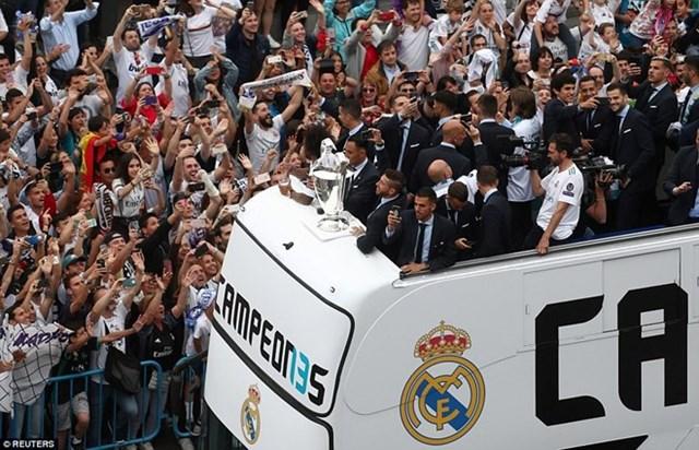'Biển người' chào đón nhà vô địch Champions League Real Madrid - 4