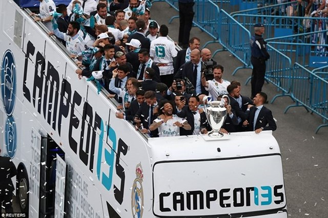 'Biển người' chào đón nhà vô địch Champions League Real Madrid - 6