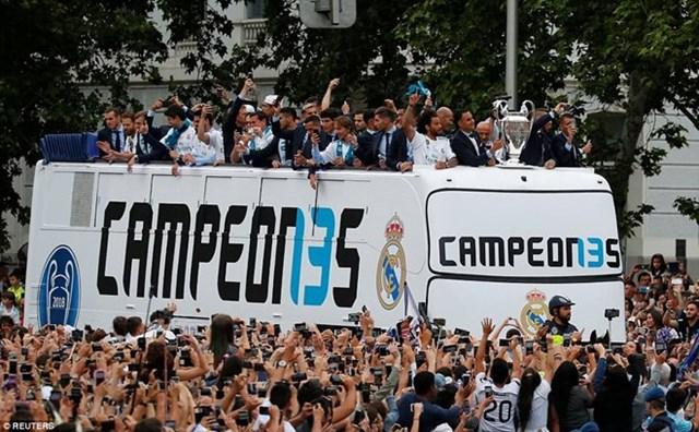 'Biển người' chào đón nhà vô địch Champions League Real Madrid - 9