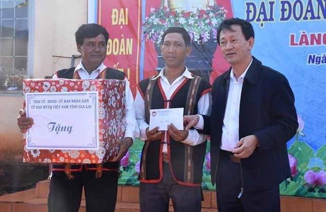 Bí thư Tỉnh ủy Gia Lai dự Ngày hội Đại đoàn kết làng Kol