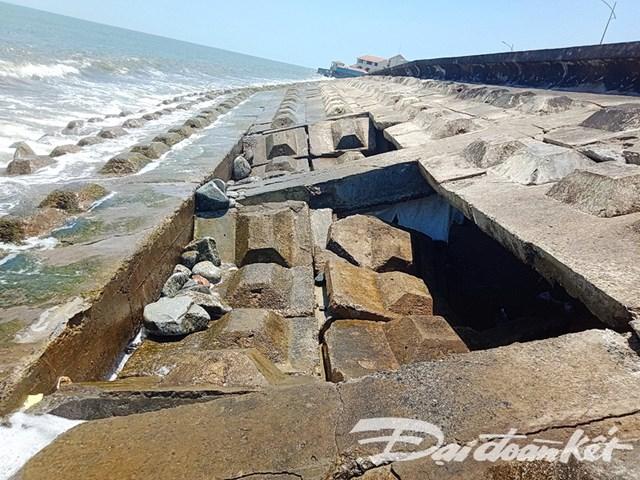 Quảng Nam: Sóng đánh sập bờ kè bờ biển Cửa Đại