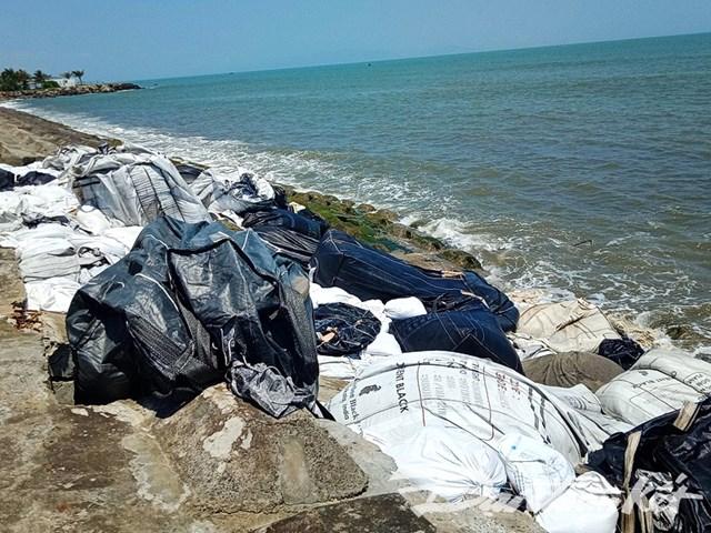Quảng Nam: Sóng đánh sập bờ kè bờ biển Cửa Đại - 3
