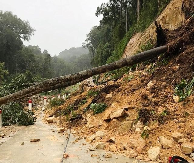 Quảng Nam: Một số tuyến đường thuộc huyện Tây Giang bị sạt lở do mưa lớn