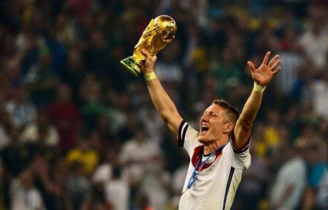 Bastian Schweinsteiger chính thức giã từ sự nghiệp bóng đá