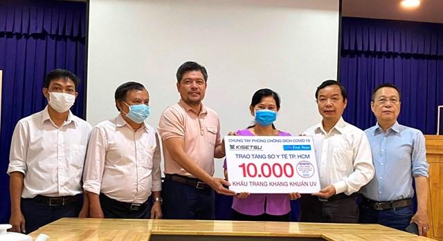Trao tặng 20.000 khẩu trang kháng khuẩn cho ngành Y tế và độc giả